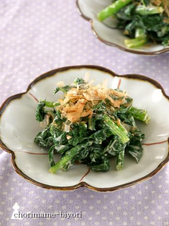 ほうれん草、小松菜、チンゲン菜、かき菜…青菜なら何でもおいしく作れるレシピです。クリームチーズのまろやかさとにんにくの香りが、野菜の苦味を包みこんでくれますよ。緑の野菜が苦手なお子さんにもおすすめです!