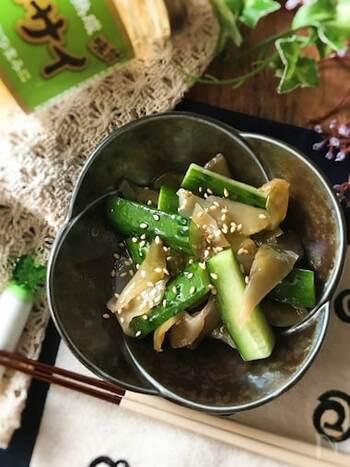 味付きのザーサイときゅうり、ごま油だけでできるお手軽ナムルは、中華料理の副菜におすすめ!お酒のおつまみにもぴったりです。仕上げに白ごまを振ると見た目も香りもグッと良くなりますよ。