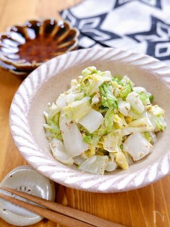 生の白菜をたっぷりと使ったマヨポン和えは、シャキシャキの食感がクセになるおいしさです!白菜には水分がたくさん含まれているので、塩もみ後はきつく絞るようにして水を切ってくださいね。