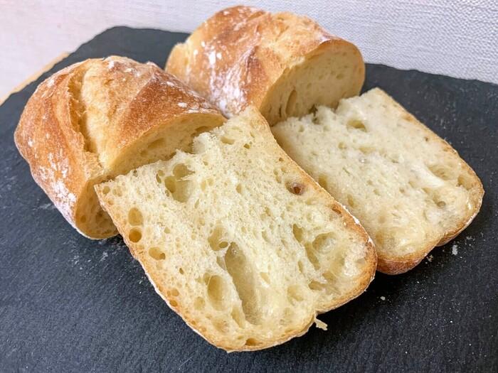 特に人気のバゲットは売り切れてしまうことがあるので、予約がオススメ!素材の旨味が凝縮されていて、ワインやお料理と一緒に楽しみたいパンです♪