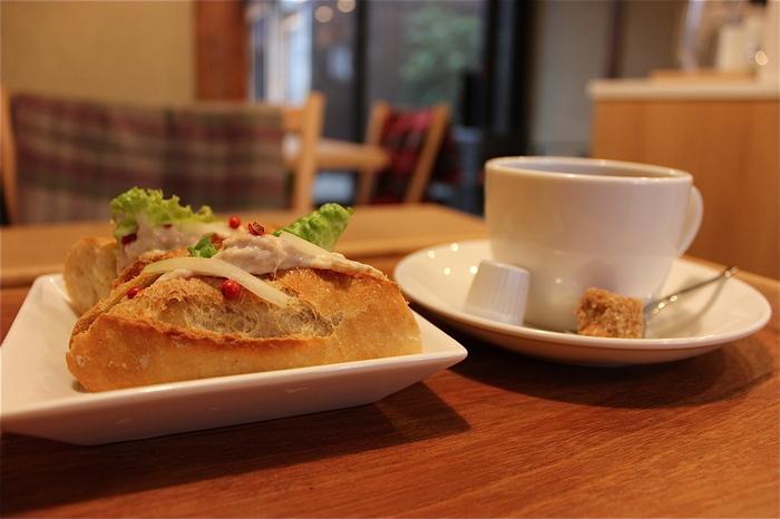 「ミナミナ」はサンドイッチやベーグルが人気です*全粒粉を使うパンは噛むほどにその風味が口に広がります。