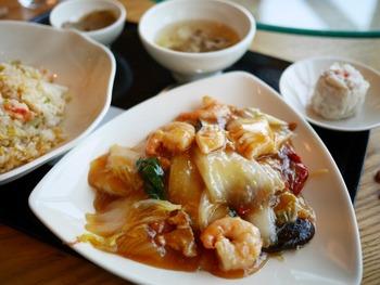 東京・原宿に本店を構える有名中華料理店「南国酒家」がなんと羽田空港第2ターミナルの4階にも!短い時間でお食事を楽しみたい方向けの定食メニューも充実しています。