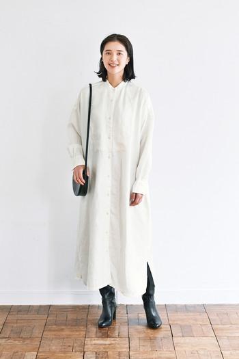 レイヤードスタイルにおすすめなこちらの白のワンピース。少しラフな印象のシャツワンピースなので、さまざまなボトムを合わせてスタイリングを楽しめそう!一枚でワンピースとして着るのも◎ですが、カラーボトムや異素材のボトムを合わせるのがおすすめ!トレンドライクな着こなしができるアイテムがリーズナブルな価格で買えるのは嬉しいですよね!