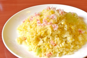 ほぐし身はチャーハンやサラダ、スープなど、混ぜこんで使うとカニの風味がおいしい料理に仕上がります。
