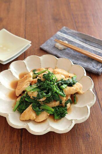 ヘルシーな鶏むね肉はガーリックバター醤油で味付けするとご飯がススムおかずに。  野菜とタンパク質が両方摂れ、調理時間も10分以内なので忙しい日やダイエット中のおかずにぴったり。