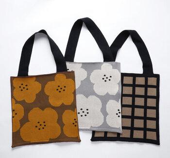 シックな色の配色で、昔おばあちゃんが持っていたバッグのようなノスタルジックな気分にさせてくれます。あえてシンプルなコーデに合わせてバッグを主役にしたいですね。