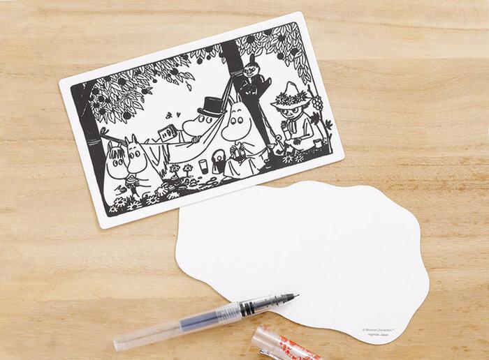 北欧好きさんにおすすめの、ムーミンのレタープレスカード。黒一色の活版印刷で作られたレトロな趣が漂うメッセージカードは、しっかりとした厚みのあるクッション紙が使用されていてキャラクターものでも上品で高級感があるので、贈り物に添えるギフトカードに最適です。