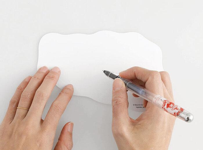 どちらも裏面は端にロゴが入っているだけの無地なので、記入もしやすく、紙もしっかりと厚みがあるのでメッセージも映えます。