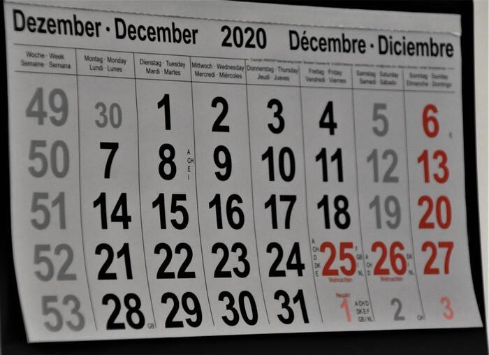 もう一つの貯金箱の開け方として、開ける日を決めておくパターンがあります。元旦から始めて大晦日に開けたり、お誕生日に開けたり、記念日に開けたりと「開ける日」はそれぞれでOKですが、あまり短いスパンでは積み重ねた感じが減ってしまうので、一年に一度くらいのペースがおすすめです。