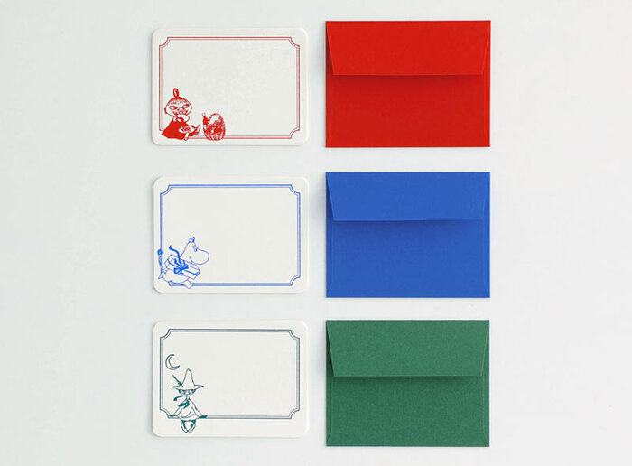 それぞれのカラーに合わせたカラー封筒も3枚入っており、大切な方へのギフトに添えるのに最適です。キャラクターもどれもメッセージの書き込みに邪魔にならないように配されており、心を込めた一言を伝えるメッセージカードとして活躍してくれます。