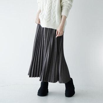 冬~春先のフェミニンコーデに。「ニット×プリーツスカート」の着こなし集