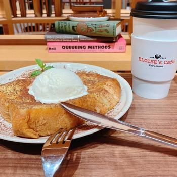 甘いものを食べたいときに、「フレンチトースト」はいかがでしょうか?長野県産の卵で作った特製アパレイユに、イギリスパンをじっくりひと晩浸しているのがこだわり。低温でゆっくり蒸し焼きにすることで、ふんわりやわらかな口当たり。オリジナルのコーヒーと一緒にどうぞ。