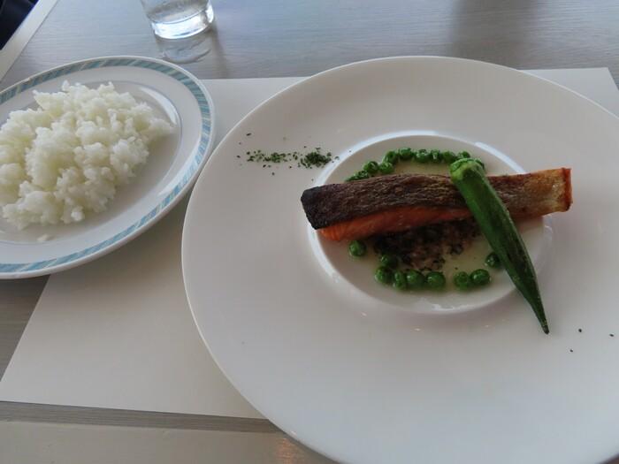 コース仕立てのランチセット「ピア」は、前菜とスープ、メインのセットです。メインはお肉とお魚から選べ、美しい盛り付けにうっとり。