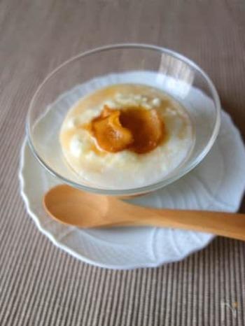 いつものヨーグルトに蜂蜜×しょうがのシロップをかけてみましょう。シロップはいろんな料理に使えそう。ヨーグルトは電子レンジで温めてもgood。