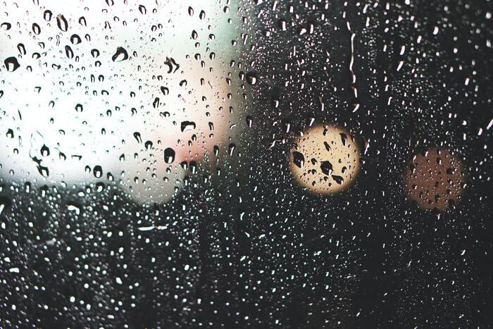 人は感動して泣いたり、笑ったり、感情を表に出すことで気分がスッキリします。特に、思い切り涙を流すことは、副交感神経が優位になり、心のデトックスとなります。涙を流してストレスを発散させる方法を「涙活」といって、話題にもなりましたよね。