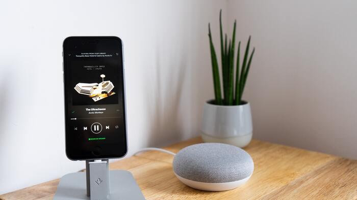 アプリ起動からたったの2秒でアラーム設定を完了できる「ワンタッチ目覚まし」。余計な機能はなく、起こすことだけを考えて作られたとてもシンプルなアプリです。  ☑アラーム音:アラーム音+音楽から選択可能 ☑アラーム音:バイブレーションだけ(音なし)の設定可能 ☑機能:スヌーズ+だんだん大きくなるアラーム音 ☑操作:アプリ起動から2秒でアラーム設定が可能