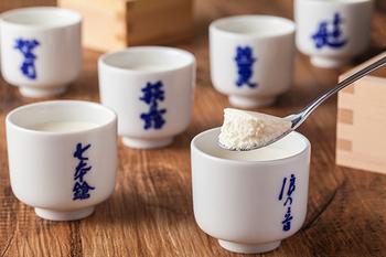 浪の音、七本鎗、萩乃露という滋賀県を代表する酒蔵の酒粕とチーズのマリアージュが、何とも贅沢。日本酒独特の香りとチーズのコクが三位一体となっています。日本酒好きの方への贈り物にも喜ばれそうです。