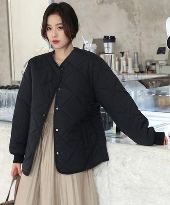 ふんわりとしたキルティングジャケットは冬っぽさ◎ オーバーサイズのものを選ぶと、こなれ感が出て簡単におしゃれ見せが叶います。インにワンピースやロングスカートを合わせると、フェミニンな雰囲気に。パンツを合わせればカジュアルやスポーティーなど、いろいろな表情が楽しめます!