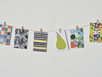 ポストカードとして使ったり、コレクションしたりするのはもちろん、ガーランドとしてお部屋に飾ってインテリアを彩るのもおすすめです。