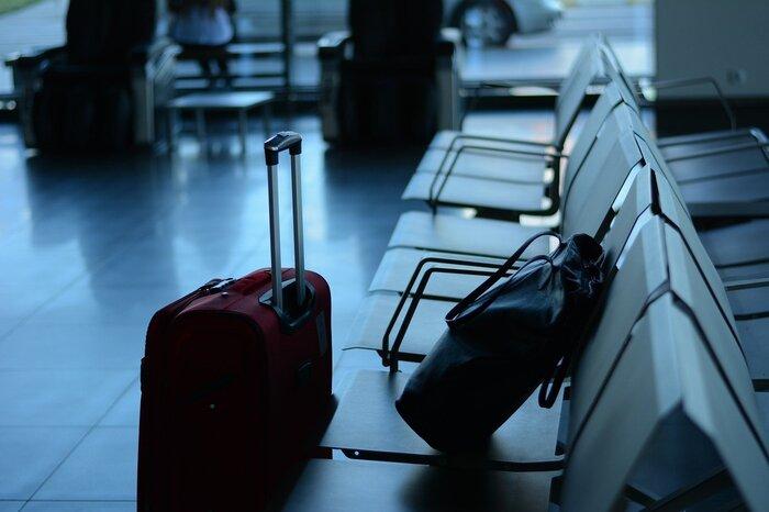 スーツケースの購入を迷われている場合には、レンタルも視野に入れて検討することをおすすめします。年に1,2回しか旅行に行かないという方は、レンタルの方が買うよりお得なことも。収納スペースの悩みも減りますね。