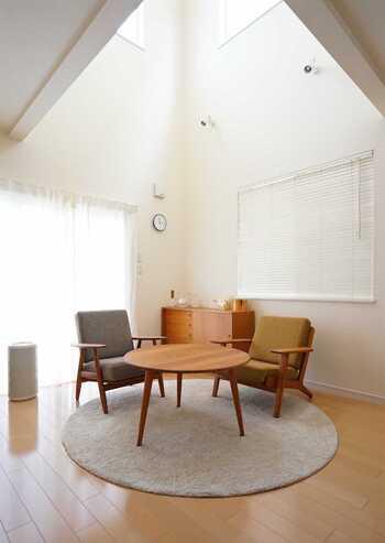 こんなに素敵なカフェスペースがお家の中に誕生。落ち着いた大人の空間という感じで、ゆっくり休憩したりアイデアの湧くスペースとなりそうですね。
