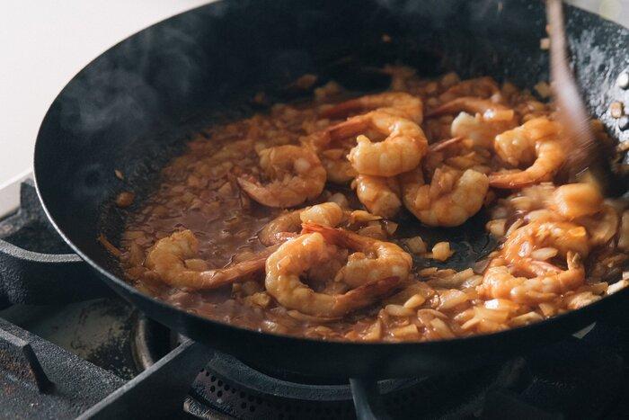 カレーも唐揚げもフライパン1つでできる!洗い物が減る「フライパン活用レシピ」