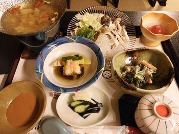 共同炊事場やイートスペースがあるので、自炊も可能ですが、食事付きなら玄米や野菜を中心のヘルシーな一汁三菜や一汁五菜などのメニューがおすすめ。食べ応えも十分で、出来立てで提供される食事は、美味しいと評判です。