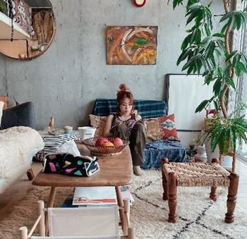こんな時期だからこそぜひ参考にしたいのが、部屋を「外でもなく、家でもない、第3の空間」にするというYURIEさんの考え方。部屋作りをちょっと工夫するだけで、趣味や仕事に全力で取り組める場所だったり、どこよりもリラックスできる癒やしの空間などに大変身します。部屋が自分だけの特別な場所になれば、ステイホームが何倍も楽しくなりますよ♪では早速、YURIEさんの部屋作りアイデアを見ていきましょう。