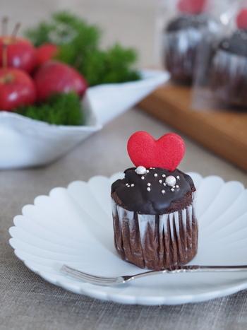 レシピは簡単でも、味わいは本格的という板チョコスイーツはたくさんあります。心を込めて手作りすれば、きっと想いは伝わるはず!気になったレシピは、バレンタインまでに予行練習して作ってみて下さい。実際に作ってみると、どんなラッピングが合うか、具体的にイメージしやすくなりますよ。  今年のバレンタインが素敵な時間になるといいですね。
