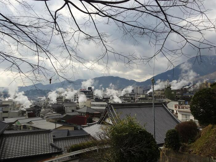 忙しい現代だからこそ、おすすめしたい『プチ湯治』。「湯治」は、日本人が昔から行ってきた自身を労わる旅=バカンスとも言える贅沢な過ごし方です。豊かな自然環境の温泉地で、週末だけでも日常生活から離れてゆったりと温泉に浸かり、免疫力や自然治癒力を高めて、身も心もさらに健康に。明日への活力にしていきましょう。