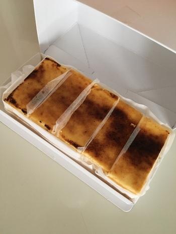 独自配合のワインに合うようにと開発された「テリーヌバスクチーズケーキ」は、口どけとチーズ感、香ばしさにこだわった逸品。監修は、チーズケーキマニアで知られる福田弘亘(あまいけいき)さんとのことで、そのおいしさは折り紙付きです。