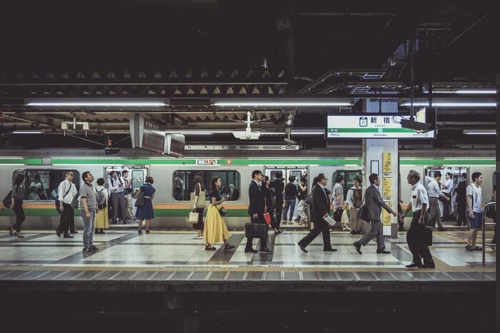 仕事や学校の行き帰りに、あえて一駅手前で降りて歩くようにするのも効果的。交通費の節約にもなりますし、健康にもつながりいいことづくめです。