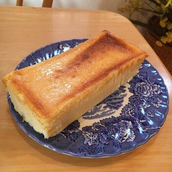 福井県で20年以上続く洋菓子店が作るチーズテリーヌは、手作り無添加の素朴な味が人気。表面の香ばしい焼き色がおいしそうですね。