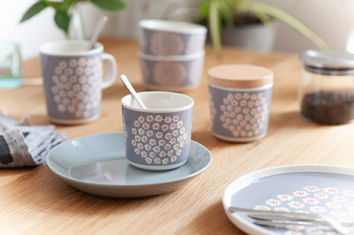 花束を意味する「Puketti(プケッティ)」は和洋どんな食卓にも似合い、春の訪れや幸せを運んでくれそうな可憐でやわらかな色合いとデザインはデザートの器としても活躍してくれます。また、オーブンや電子レンジにも使用可能なので、ミニグラタンやスフレなどのカップに使うのも素敵。