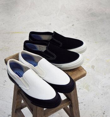 日本人の足を知り尽くした国産のブランド「Asahi(アサヒ)」のキャンバスデッキスリッポンシューズ。アッパーとソールの色のコントラストが美しく、履くだけでスタイリッシュな足元になります。