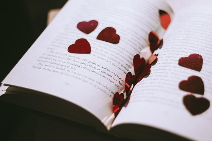 バレンタインに読みたい&贈りたい。「チョコレート」がテーマの小説特集