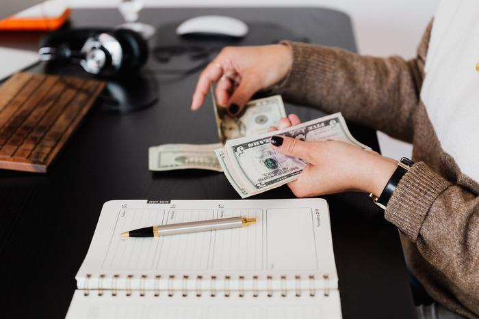 予算があまりにもすカツカツすぎると、袋の中のお金がすぐに足りなくなってしまって挫折の原因になります。ゆとりを持たせて、少し多めに見積もった予算を立てることが重要です。