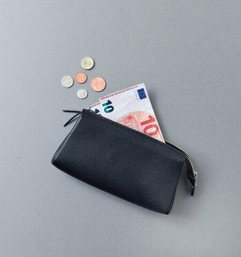 月末に袋の中のお金が余ったら、自分のお小遣いとして好きなように使っても良し!こう決めることで、予算を守ってやりくりするモチベーションがアップします。その楽しみを味わうためにも、あらかじめ収入からきちんと貯金分を取り分けておくことが大切です。