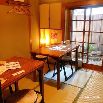 神楽坂はちょっと敷居が高い…と思うかもしれませんが、こんなにかわいらしい雰囲気のお部屋もあるんですよ。昭和レトロでほっこり和みますね。
