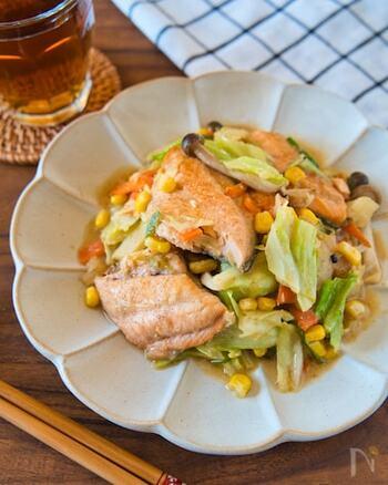 お野菜たっぷり、お魚も入った優秀レシピは、お味噌のこっくりとした味わいでご飯がすすみます。ホットプレートで作って、みんなで熱々を食べても美味しそうですね。