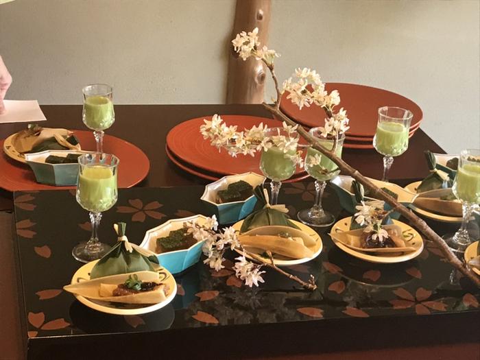 祝膳や季節の会席コースなど、シーンや予算に合わせて選べます。四季を感じる盛り付けや食材は、目でも楽しめること間違いなしです。
