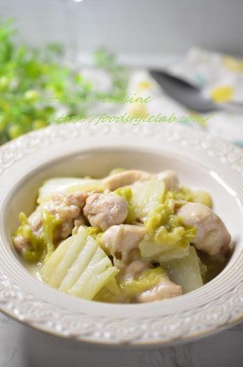 材料をお鍋に入れてフタをするだけの簡単レシピ。クリーム煮にすると野菜を食べてくれる、という子供も多いですよね。冬にぜひ作りたい、心も身体も温まるレシピです。