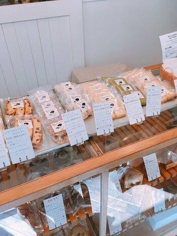 クッキーやケーキなどのすべてのお菓子が、卵・乳製品不使用。アレルギーがある方や動物性の食べ物を控えている方などが安心して食べられるようにと、素材にこだわって手作りされています。
