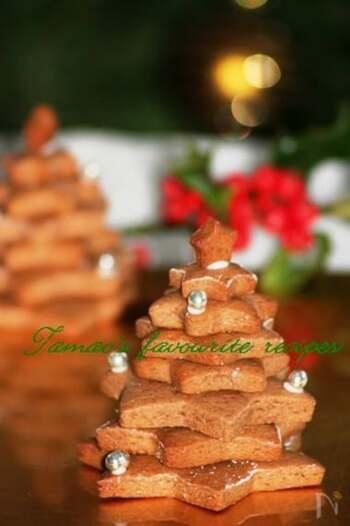 レープクーヘンは、ドイツでクリスマスの時期に食べられる伝統的なお菓子。はちみつやスパイス、かんきつ類の皮などを使った豊かな味わいが特徴で、初めて食べる人はびっくりするくらい強い風味があります。特にスパイスは、クローブ、アニス、カルダモンなど日本ではあまり使われないものが多く、苦手な方がいる可能性も。プレゼントにするなら、スパイス類は一切使わないレシピで挑戦してみましょう。ハートの型で抜き、アイシングやトッピングでデコレーションすればバレンタインにもぴったりです。