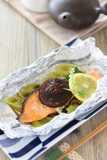 鮭ときのこは相性のいい取り合わせ。しいたけの風味が鮭の臭みを取ってくれるので美味しさがアップします。