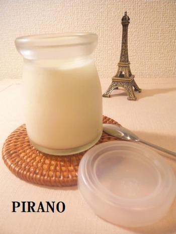 卵を使わないレシピ。温めた牛乳にふやかしたゼラチン、砂糖、生クリームの順で加え、冷蔵庫で冷やし固めるだけ。とってもシンプルなんです。
