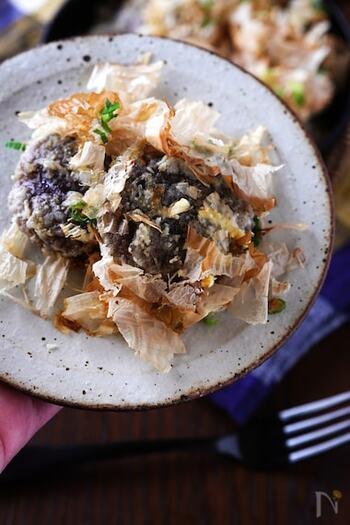 しいたけとかつお節の黄金コンビで作るマヨチーズ焼き。衣をつけて焼き上げることで旨味をしっかり味わえるレシピに。かつお節をたっぷりのせて召し上がれ。