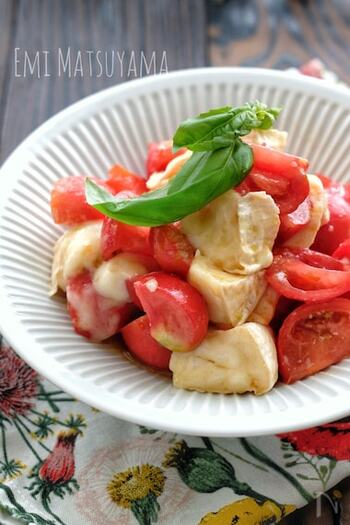 カマンベールチーズとミディトマトを切って味を付けて和えるだけの簡単サラダレシピ♪ミディトマトじゃなくてもミニトマトでもOK。昆布茶を少し加えるのが旨味アップのポイント!