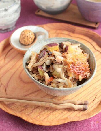 もちもちで美味しい中華おこわ。そんなおこわの味が、炊飯器で簡単に味わえちゃうんです。中にはきのこたっぷり。ちょっとおかずが少ないかな?なんて日にもおすすめです。