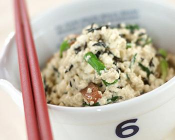 白和えとして定番の「ひじき」の白和え。シンプルな味付けで豆腐の甘みをしっかり味わえます。